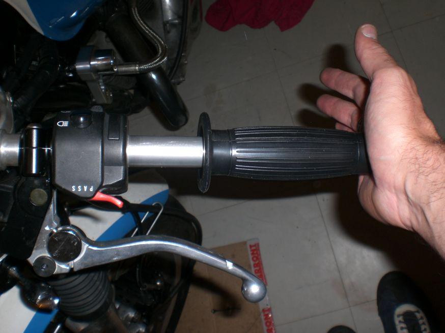 poignee moto montage